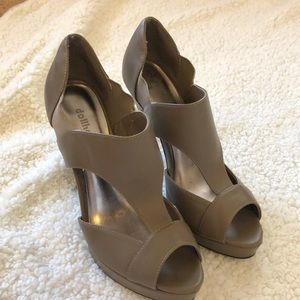 {Dollhouse} Brown heels